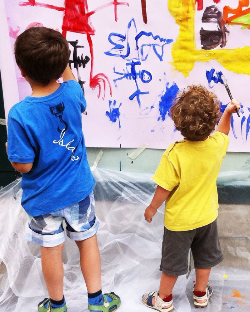 small kids painting